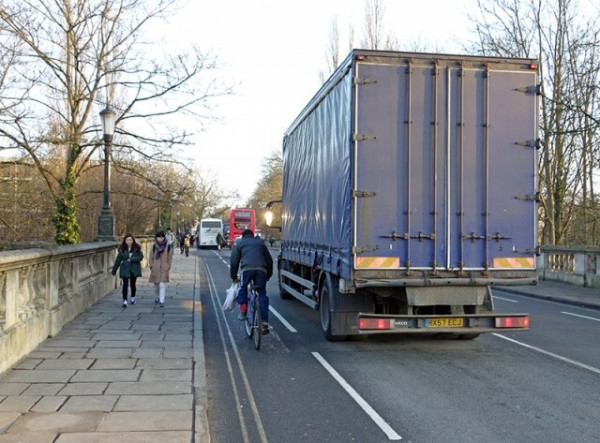 lorry-overtake-cyclist